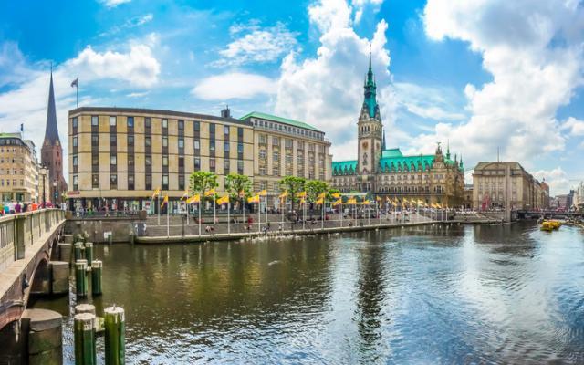 centro de Hamburgo con el ayuntamiento
