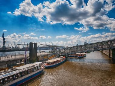 Crucero por<br /> el<br />Puerto de Hamburgo