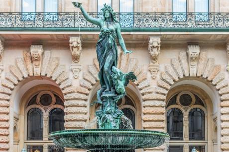 La fuente Hygieia en el patio del ayuntamiento